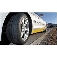 Score A en freinage sur sol mouillé pour Dunlop Sport Maxx RT
